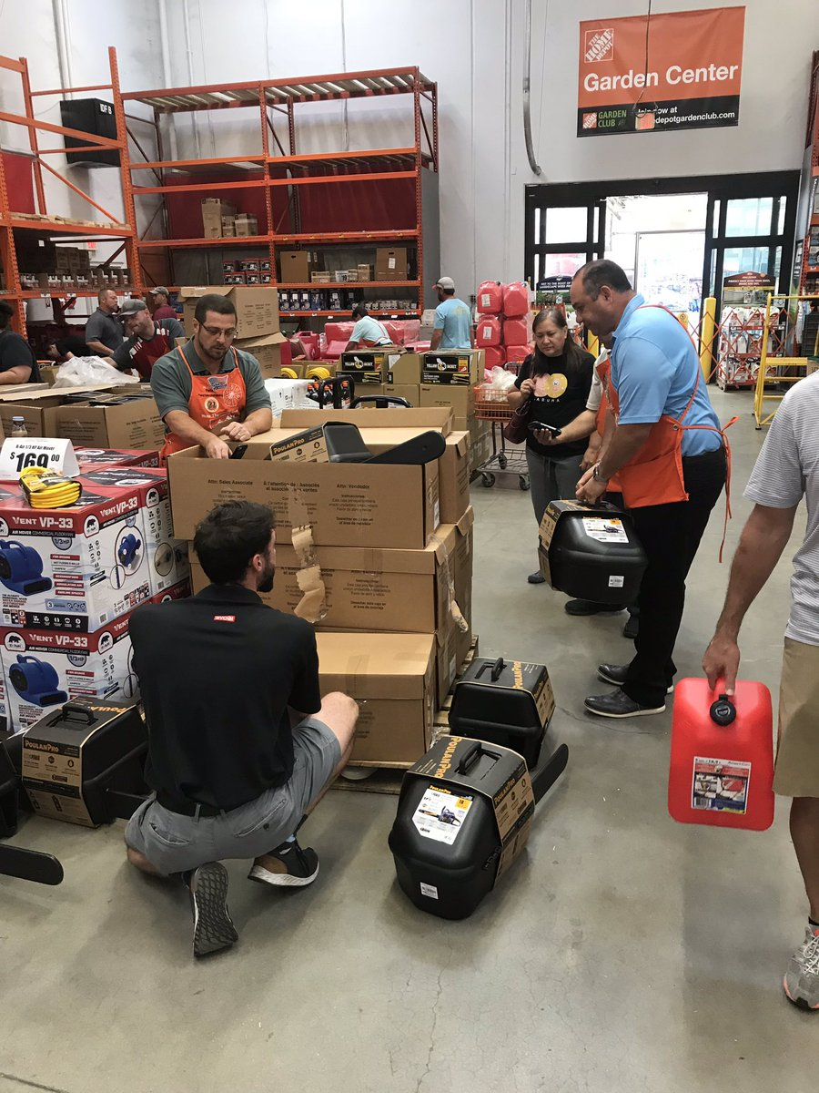It was fun being able to put EVERYONE to work at 254! . The team did an awesome job taking care of our customers in Tallahassee this morning! <br>http://pic.twitter.com/TqBwAWRIJP