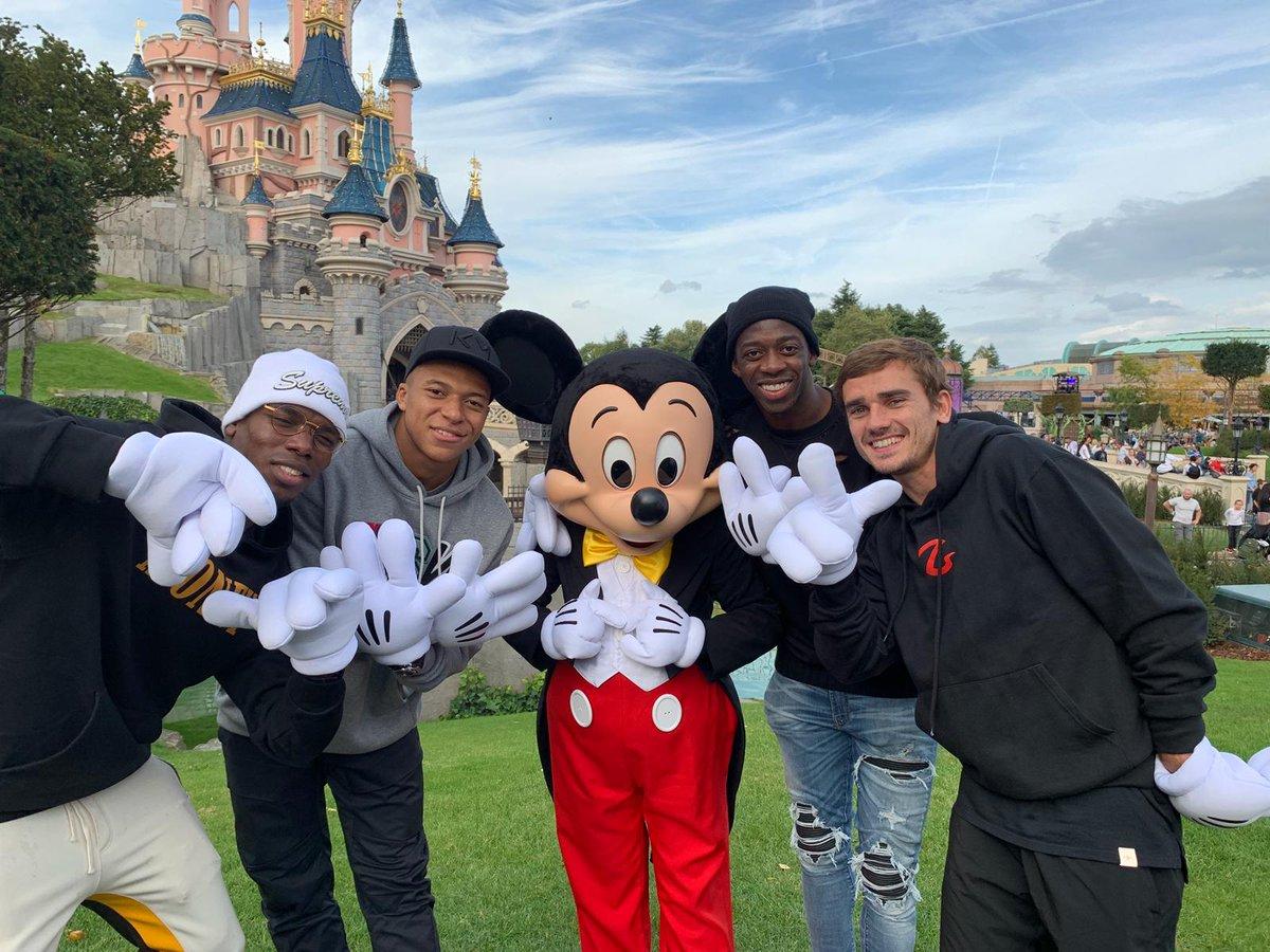 Petite visite chez notre ami Mickey ☝. Merci @DisneylandParis