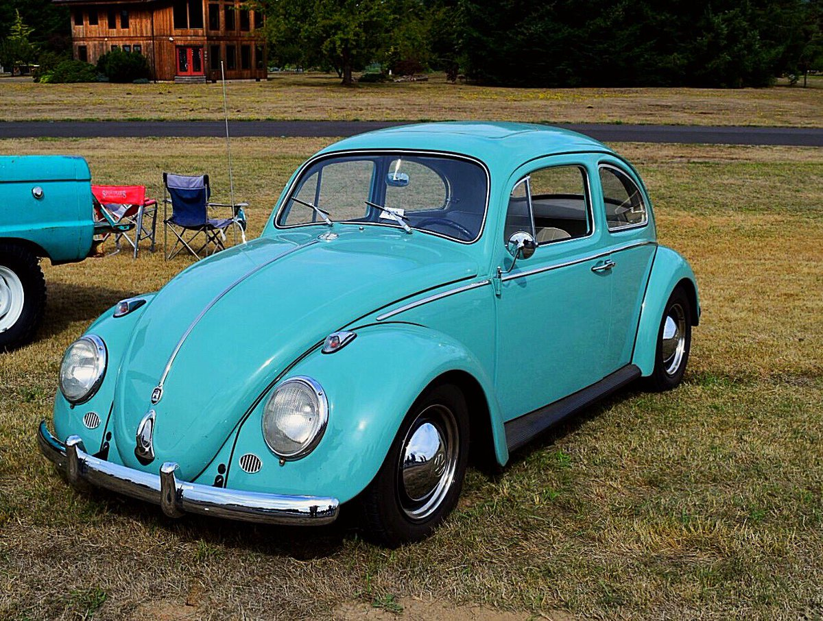I spotted a nice looking Bug at the Cruise in. #VW #Bug #Volkswagen #Beetle #AirCooled #CoolRides #ClassicCars #BarnFind #Cars #Automobiles<br>http://pic.twitter.com/cLtJRGbH1N