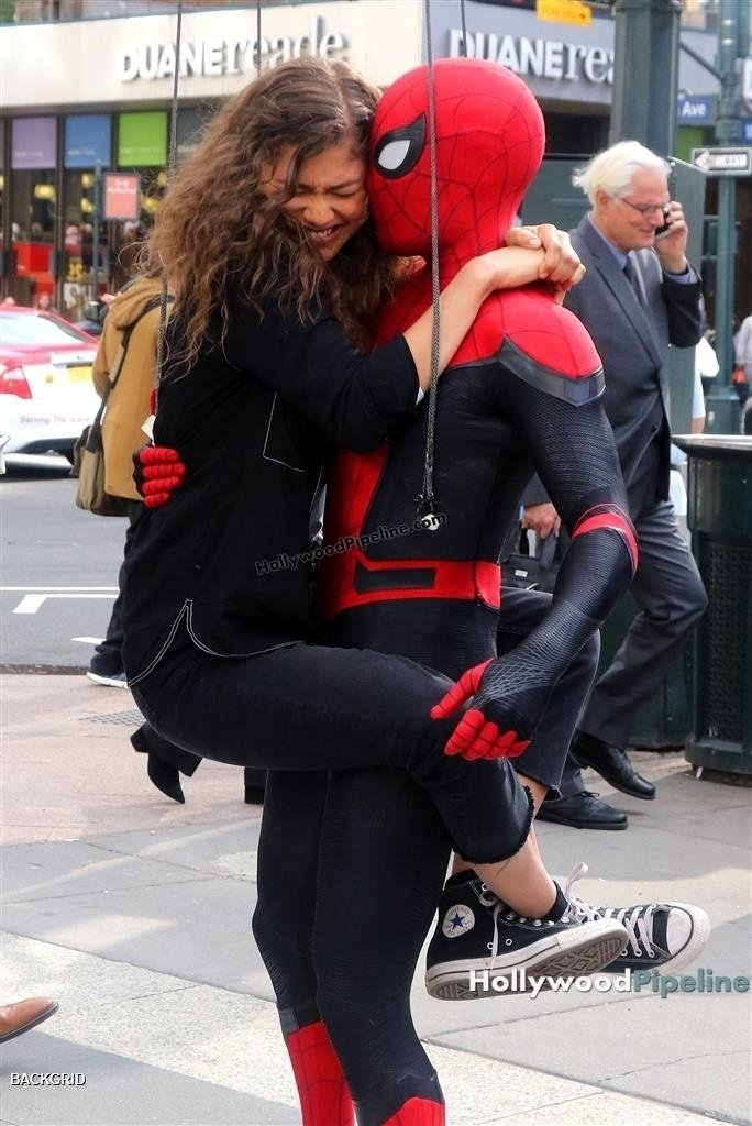 More pics of Tom Holland and Zendaya filming ' SPIDER MAN FAR FROM HOME ' #3