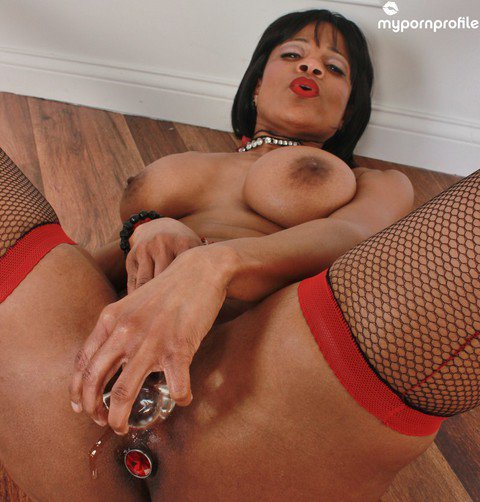 I just sold a picset Glass Toy https://t.co/7hIO2ON932 @thesidedaddy https://t.co/X1RDB0v2J2