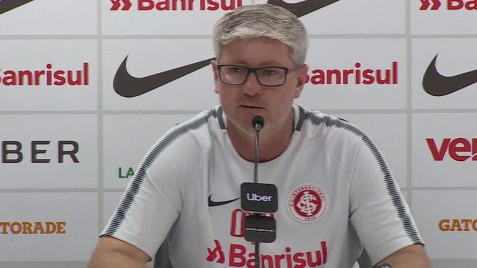 Odair admite queda nos últimos dois jogos e pede retomada de rendimento no #Internacional https://t.co/4VuXTBvlqR