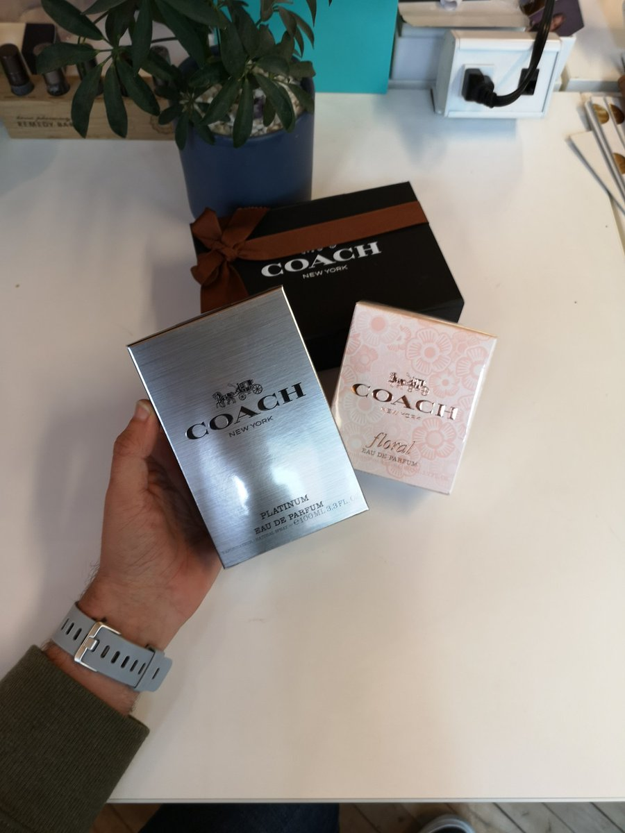 Thank you @Coach for sending over #CoachPlatinum for us to try out. We love getting beautiful presents during a busy week 🙌 #FridayFeeling – at Spaces Queen West