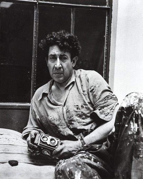 David Alfaro Siqueiros pensaba que si la pintura estaba destinada a generar el cambio, entonces debía hablar el lenguaje de su tiempo. Por eso, utilizó técnicas modernas y materiales industriales como apoyos en la construcción compositiva. Foto