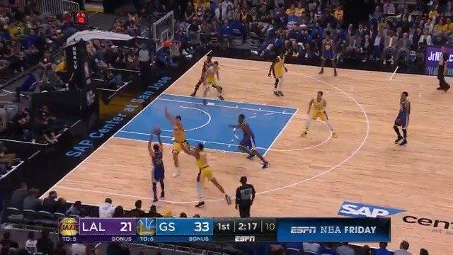 16 1st Quarter points (4 3PM) for Steph Curry! #NBAPreseason https://t.co/FyU5mlWMdU
