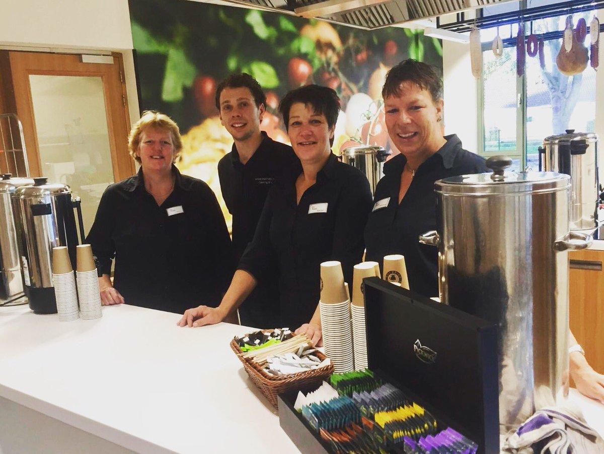 Ons #cateringteam #partyregelaar staat er klaar voor om 1000 verwachtte gasten op te vangen voor de opening - opendag van de @bibliotheekrijnenvenen locatie Zoeterwoude-Dorp. Gefeliciteerd allemaal en veel succes!