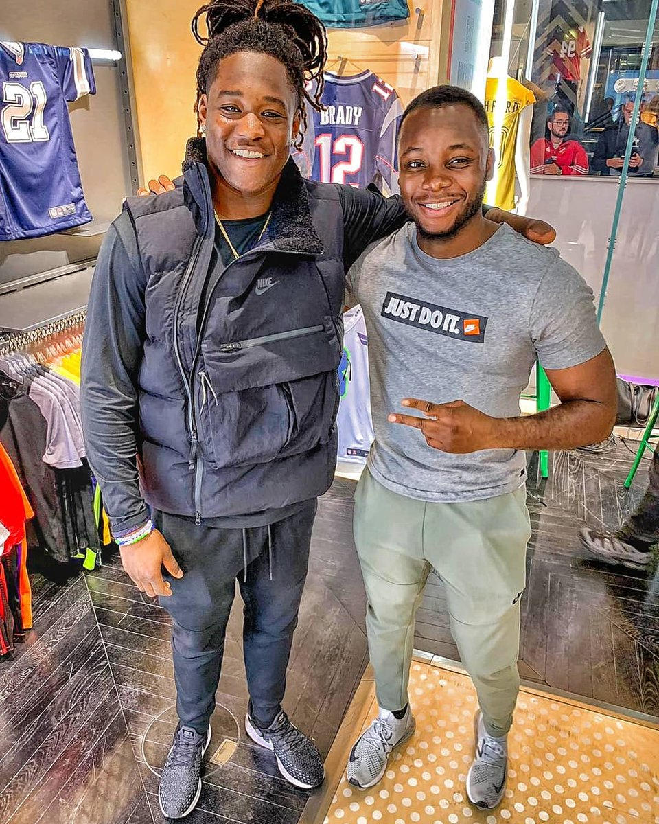 Hosted with @NikeUK and @davidalorka yesterday. We welcomed @Shaquemgriffin from the Seattle Seahawks to Nike Town. Also shout outs to @NFLUK <br>http://pic.twitter.com/RN9suzqQcH