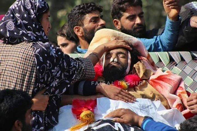 Thousands attend funeral procession of salin militant #ShabirAhmad of Samboora #Kakapora, Shabir was killed in pulwama gunfight today morning. Photos: Faisal Bashir Photo
