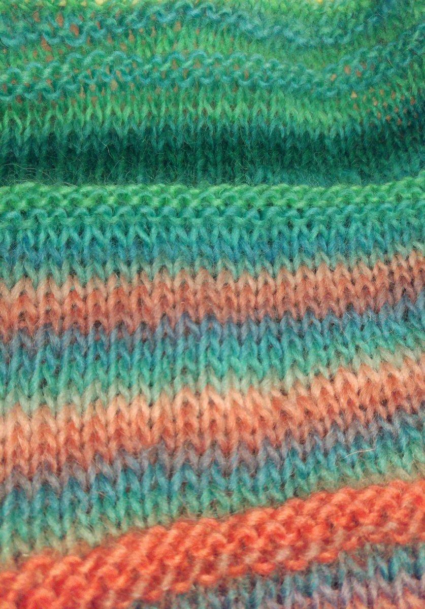test ツイッターメディア - 試しに… 買ってあった緑色のグラデーションの毛糸を結んで編んでみたら、なんか好い感じ ??  #編み物 #ダイソー https://t.co/4juX7hxcVc