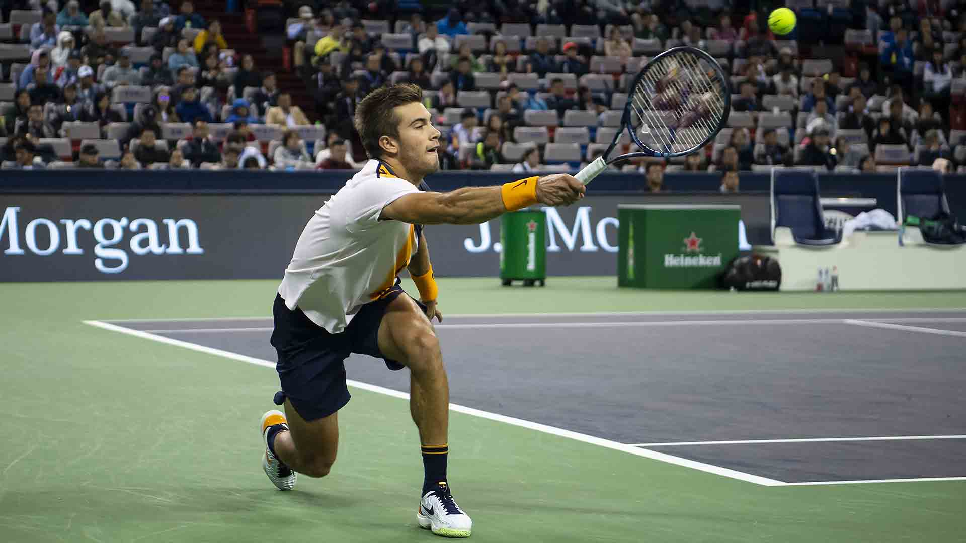 First Set: Coric 6-4  Can the 21-year-old record his second straight win over the defending champion in Shanghai? ���� https://t.co/gAmH9phTJg
