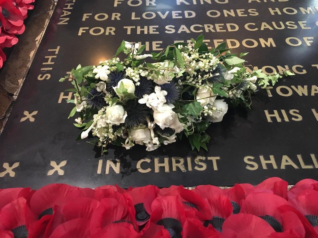 The bouquet carried by Princess Eugenie at the #royalweddding yesterday has been sent to rest on the Grave of the Unknown Warrior here at Westminster Abbey. This royal wedding tradition was started by The Queen Mother and remembers fallen soldiers. 💐