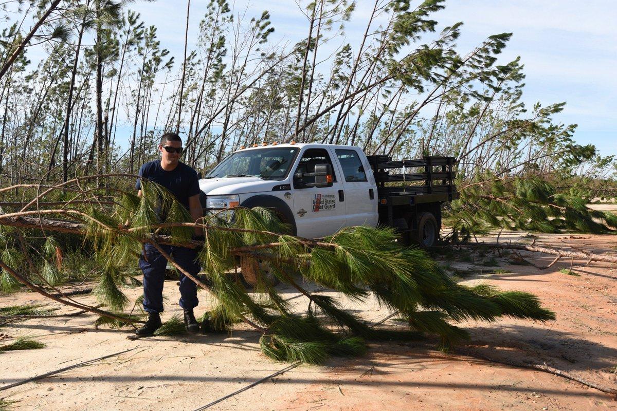 Uscg Members Clear Roads Of Debris While Conducting Welfare Checks In Panama City Hurricanemichael Https T Co 8fnovuox1k