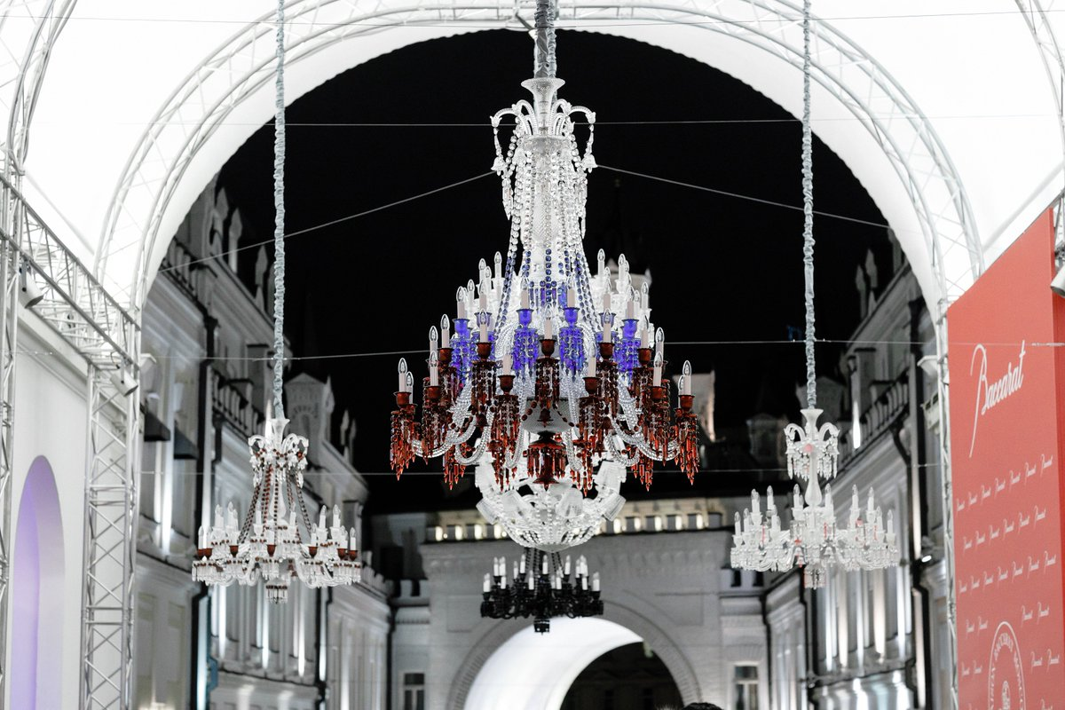 First Ever Zenith Chandelier In The Colors Of Russian Flag See It Until October 31st On Tretyakovskyproezd Pic Twitter Com H8uem53zsz