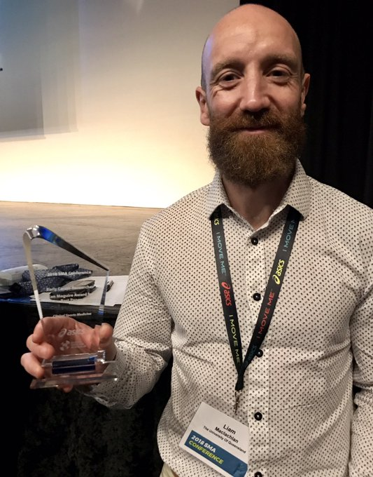 Huge congrats to @LiamRobMac for winning the Ken Maguire award for best ECR Clinical Sports Medicine paper. Very well deserved! #SMACONF18 #proudsupervisor Photo