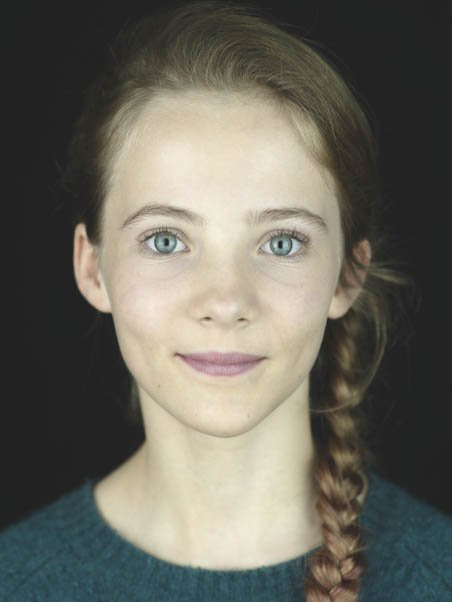 @LHissrich Is it real Freya Allan photo? here she looks better  <br>http://pic.twitter.com/UPFxUmFZVB