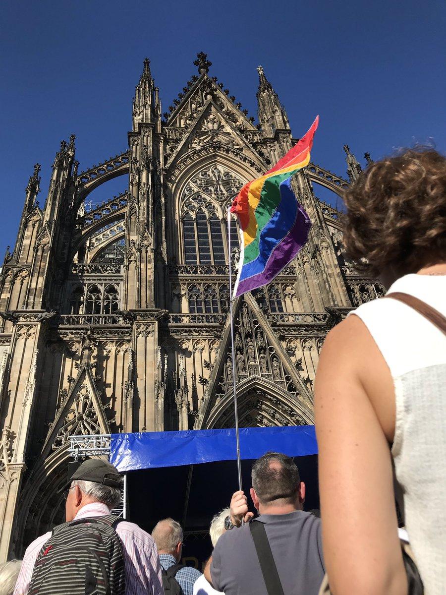 у Кельнцкого собора митинг в поддержку Петрова и Боширова