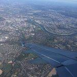 Image for the Tweet beginning: Später Abflug in Düsseldorf, späte