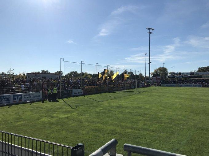 Voller Gästeblock beim Auswärtsspiel des #BVBII in Lippstadt. Foto