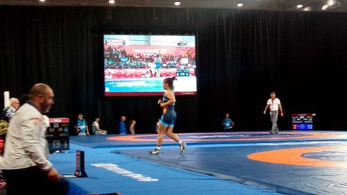 #BuenosAires2018 #Lucha Linda Machuca FINALISTA en los 73kg. Venció a la uzbeca Oknazarova 10-9 y aseguró medalla. Foto