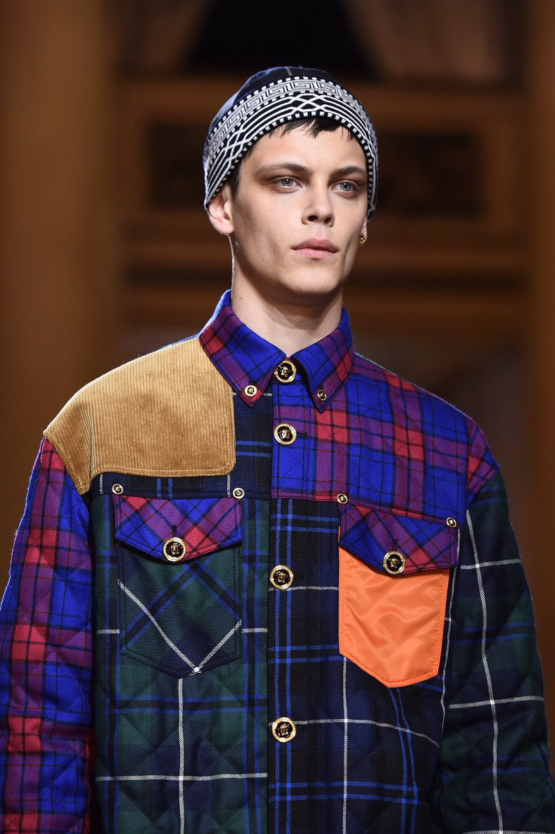 Quilted tartan printed shirt with Medusa button details.  Discover the #VersaceFW18 men's collection: https://t.co/NoSI7cBtKP