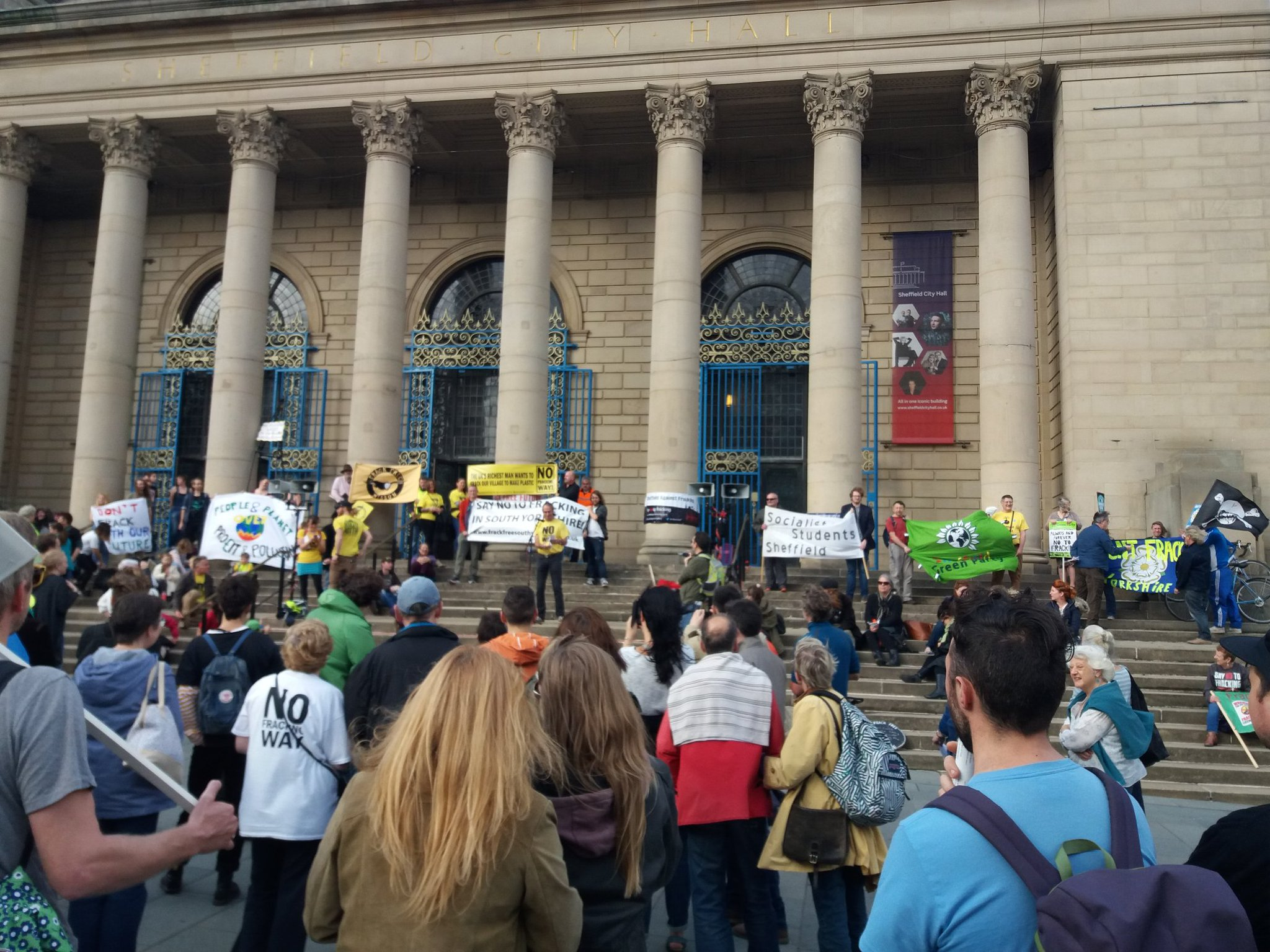 Woodsetts Against Fracking On Twitter Crowds And Samba In Sheffield Frackdowncarnival Gasdownfrackdown Reclaimpower
