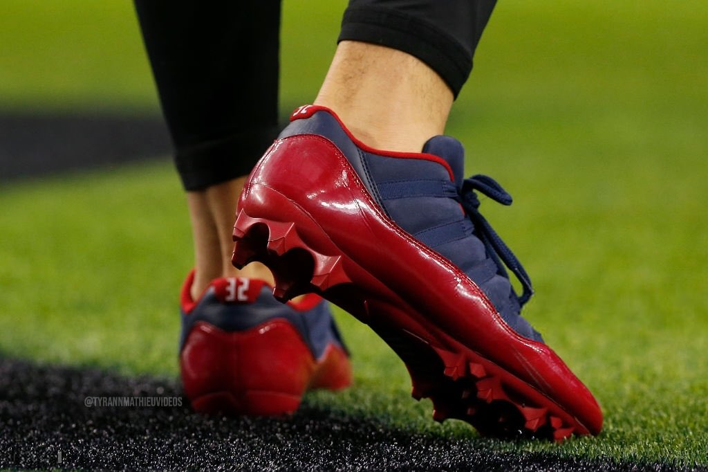 Tyrann Mathieu with the low-top eleven cleats in a Houston Texans colorway against the Cowboys  <br>http://pic.twitter.com/SUr9A46xrS