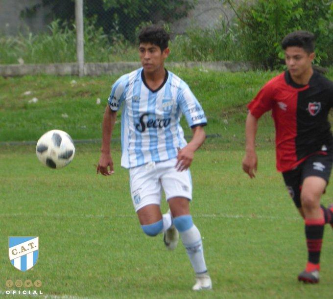 #JuvenilesSAF [NOVENA] ⏱ ¡Final del partido! Fue derrota para el elenco de Sergio Pereyra. Benjamín Salverry marcó para Atlético. ⚽ @ATOficial 1 - @CANOBoficial 2 #VamosDecano 💪💙 Foto
