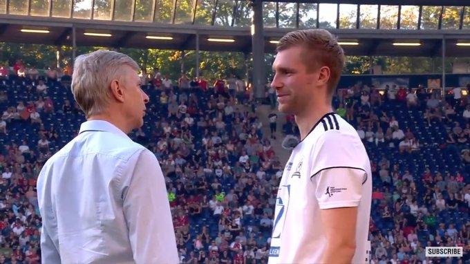 Like old times. Too many feelings ❤ #MertesHomecoming #Wenger Foto