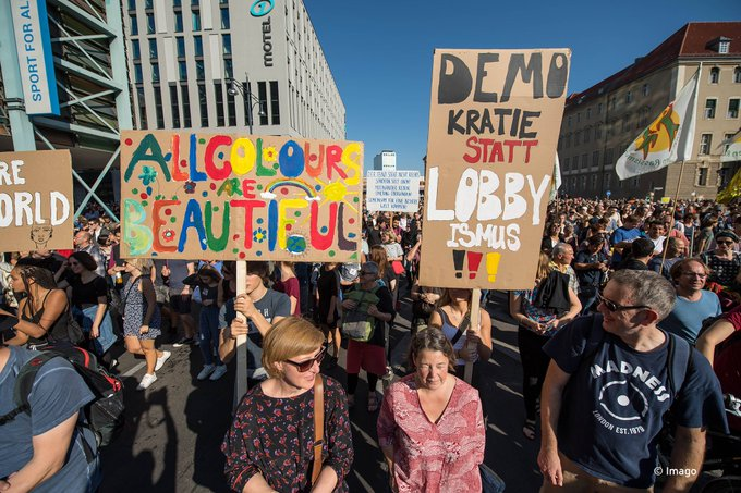 #unteilbar protests in Berlin today. Organizers say about 242 thousand participants. Foto