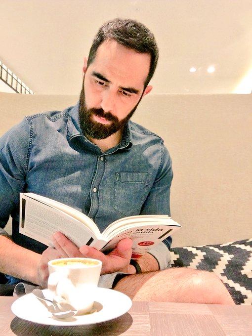 El placer de un café ☕️ 👌🏻 y de una buena lectura 📖 👌🏻 #FelizFinde Photo