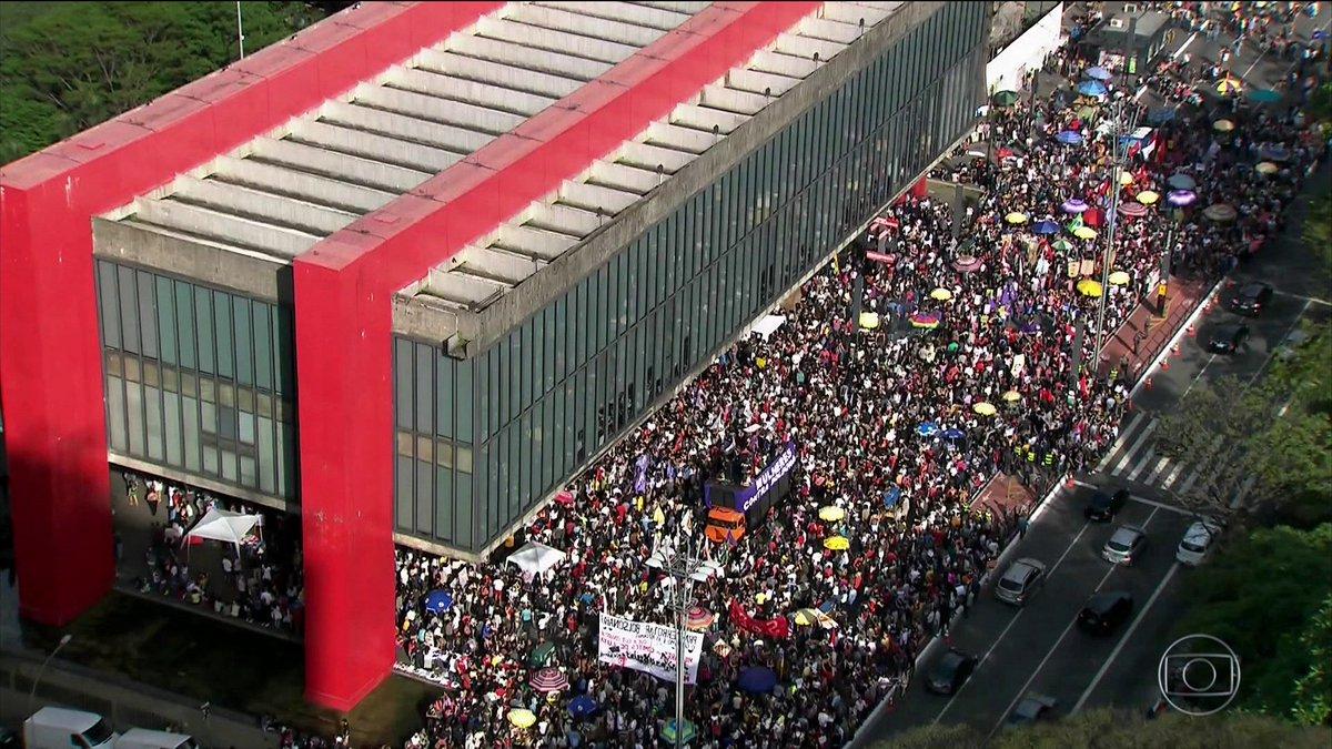 Manifestantes protestam contra Bolsonaro em 29 cidades do país: https://t.co/Hcf3sgImc2