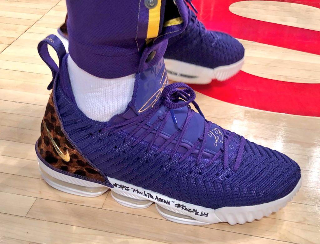 💜 @KingJames' #NBAKicks tonight!