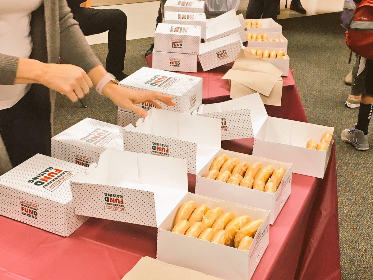The <a target='_blank' href='http://twitter.com/APSMcKCardinals'>@APSMcKCardinals</a> Book Fair was a huge success!! Thanks committee!  Donut Day!! Wot?!  A sweet treat and a book!! No better combination!  <a target='_blank' href='http://twitter.com/McKinleyReads'>@McKinleyReads</a> <a target='_blank' href='http://twitter.com/mckinleypta'>@mckinleypta</a> <a target='_blank' href='https://t.co/PS8wzTFkwm'>https://t.co/PS8wzTFkwm</a>