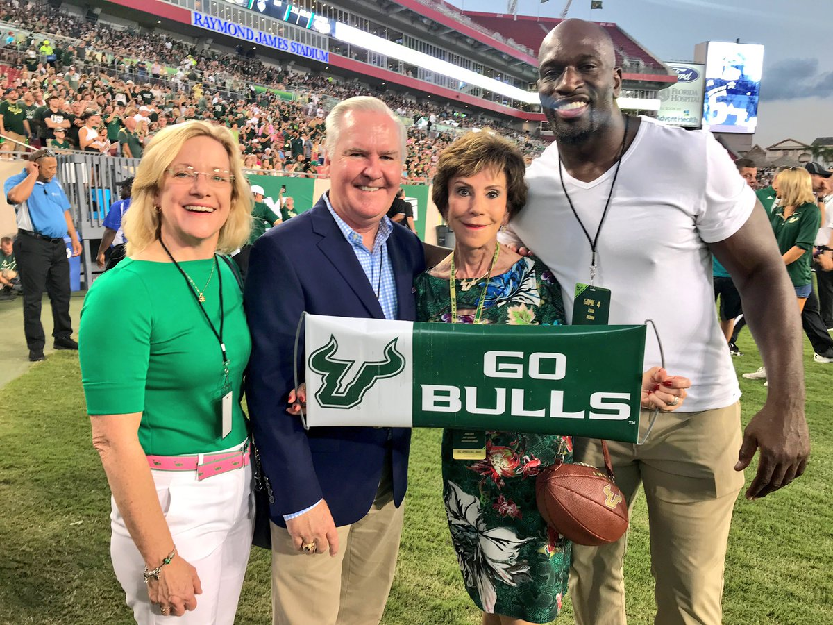.@USFFootball @BobBuckhorn President JUDY not Judge and then there's lil Ol Me😂😂 #GoBulls