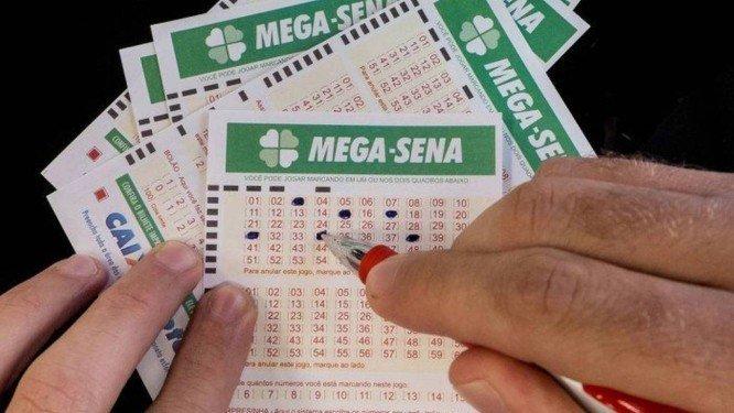 Mega Sena acumula e pode pagar até R$18 milhões no próximo sorteio https://t.co/LF4La3uwsQ