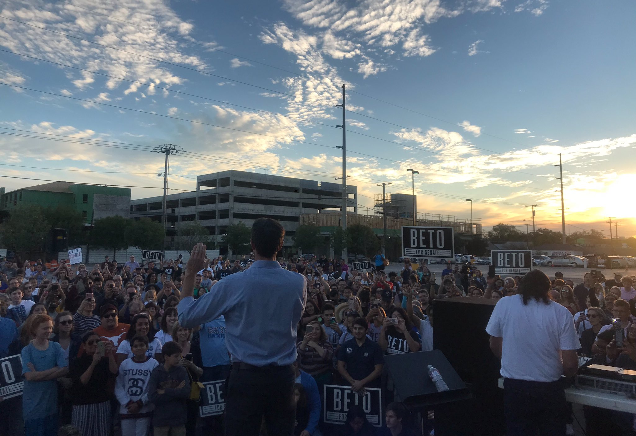 A beautiful sunset rally in west Dallas! So many good people coming together for our state and this country. https://t.co/2xjJiLTWQi