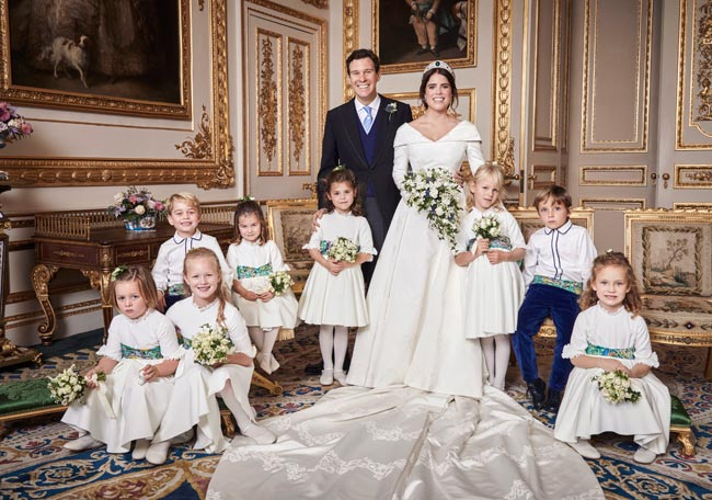 The official #royalwedding pictures are OUT! See the beaming family https://t.co/eXEY19KuWC https://t.co/KHqTZkpFWo