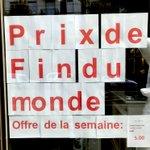 """La vitrine de la fin du monde - Un magasin devant lequel je passe souvent annonce des """"prix de fin du monde"""". Et si c'était vrai, que vaudraient en effet ces marchandises? https://t.co/76juIeOAPU"""