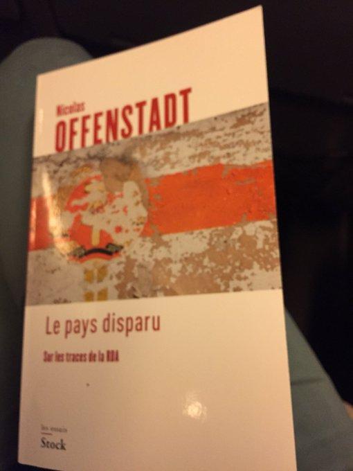 De retour des #RVH2018 ... Dans le Paris-Rouen , lecture ferroviaire 😊 @Offenstadt Photo