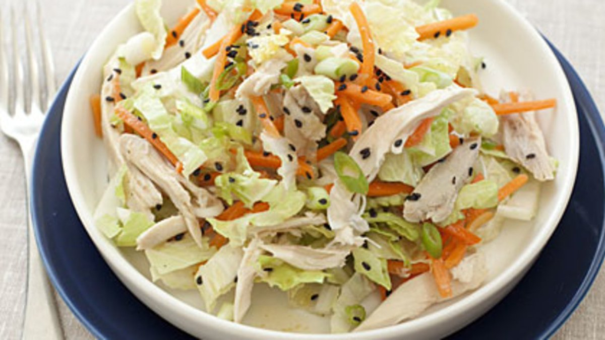 Chinese Chicken-Cabbage Salad with Peanut Sauce   https://t.co/pqYQZk3y1Y https://t.co/mHeye0H6P0
