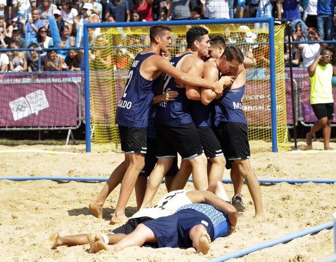 ¡Bronce para los chicos de #BeachHandball! La pasión y el esfuerzo se vieron en cada partido, ¡felicitaciones por este logro! #BuenosAires2018 Foto: @PrensaCOA Foto