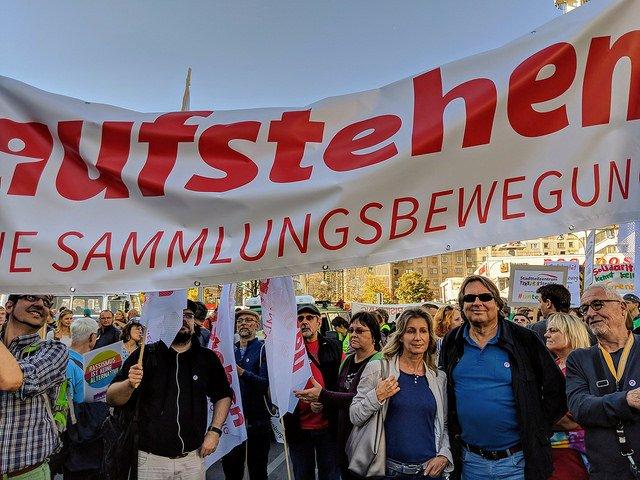 Danke an alle für dieses großartige Zeichen heute in Berlin gegen die zunehmende soziale Spaltung und gegen Rassismus. #Aufstehen für eine soziale & solidarische Gesellschaft! #unteilbar Foto