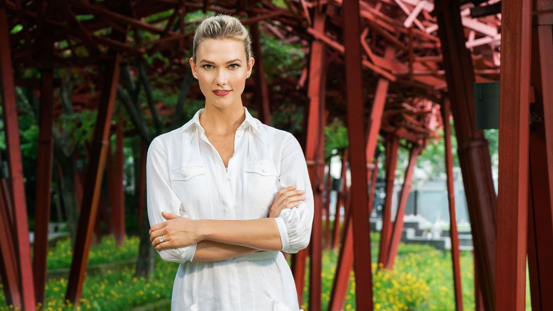 .@KarlieKloss is going to be on TV! The supermodel will join @BrandonMaxwell and @CSiriano on the new Project Runway. vogue.cm/iT2urXc
