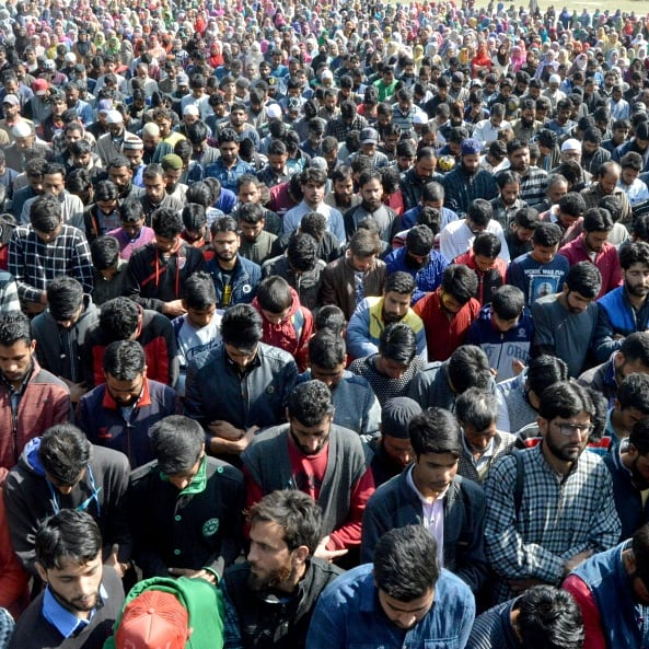 Thousands attend #funeral of Hizb militant Shabir Ahmad in #Pulwama Photo