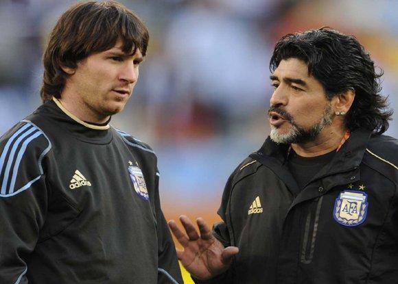 Maradona, Messi için lider tanımlaması yapılamayacağını söyledi ve bu önerisine çarpıcı bir gerekçe sundu. Her maç öncesinde 20 kez tuvalete giden bir oyuncuya lider diyemezsiniz. Messi harika bir oyuncu ancak bu sıfatı alamaz. Foto