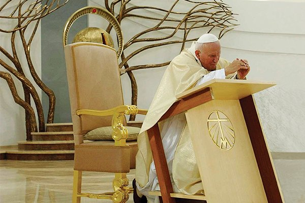 Join us in this special novena for the intercession of St. John Paul II. Today we are praying for the Holy Father. Foto