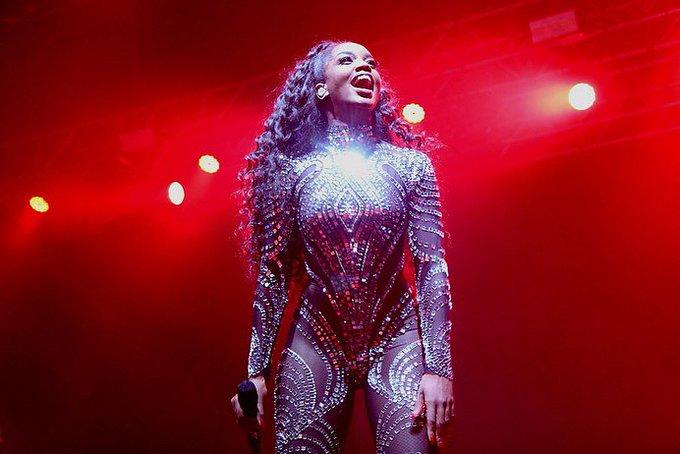 Quando vejo vocês cantando mais alto que banda! 😍 #ZFestival #NBTSTourUberlândia Foto