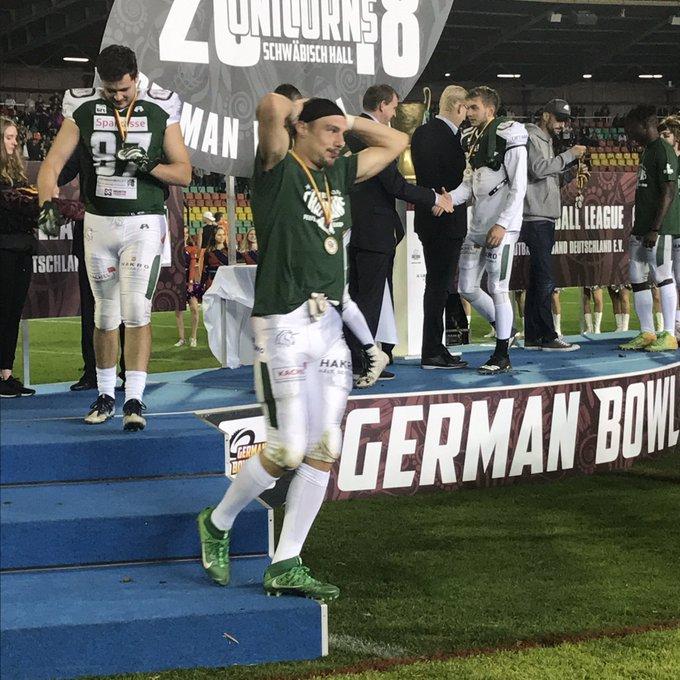 viel näher geht nicht 😉 Glückwunsch an die @unicornsfootbal ! . #rannfl #GermanBowl Foto