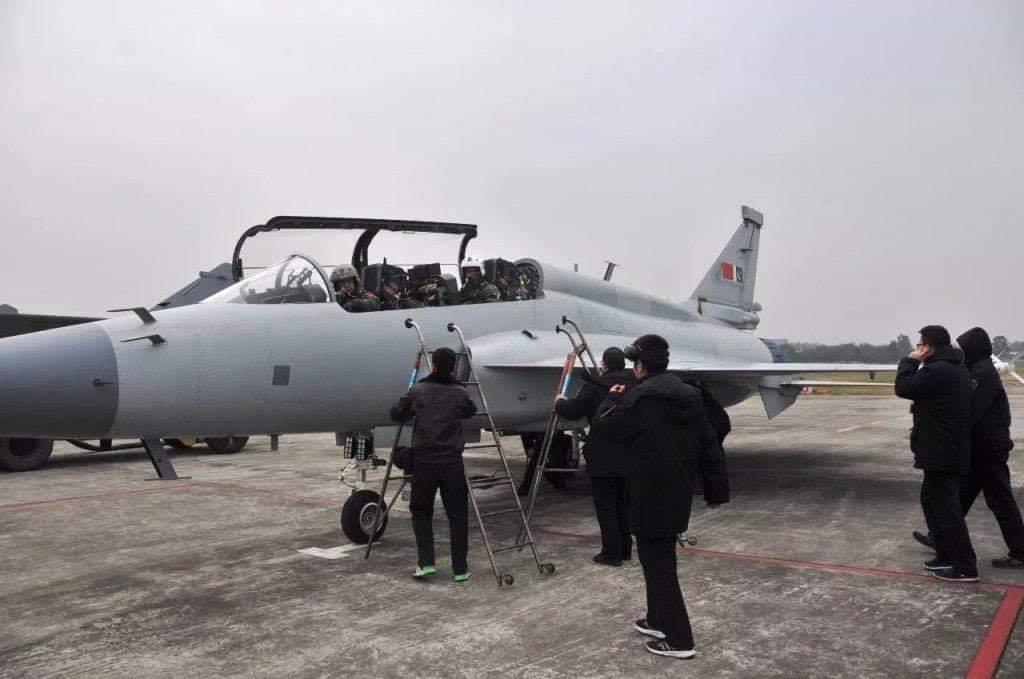 باكستان والصين يطلقان مشروع النسخه مزدوجه المقعد JF-17B Dpah4vZXgAEITxS