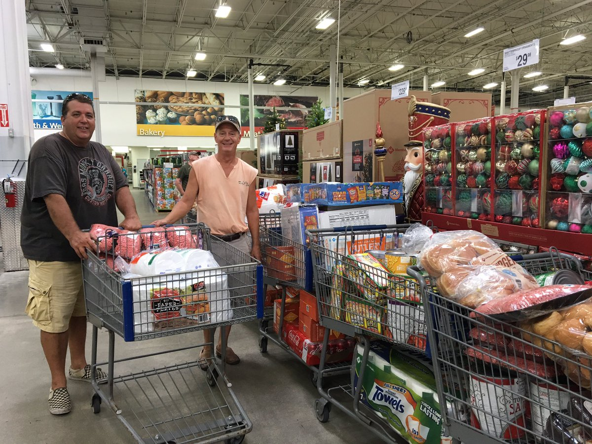 Brett Cox and Mark Bowsher of #SWFL buying enough food to feed 500 people twice a day in #PanamaCity &amp; #MexicoBeachFl #HurricaneMichael @Fox4Now<br>http://pic.twitter.com/QcBqUbkVJb
